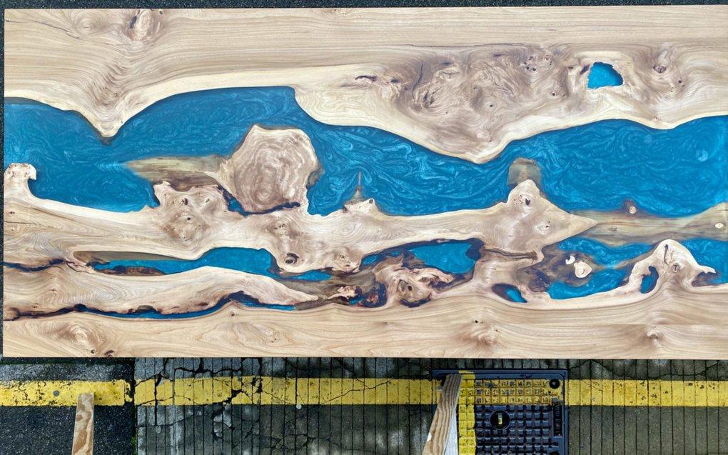 River Tables Esstisch Ulme mit Epoxidharz