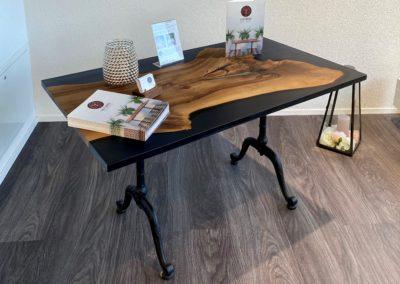Bistro-Tisch Nussbaum mit Epoxidharz