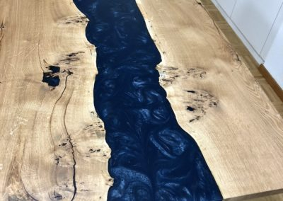 Konferenztisch River Tables Wild-Eiche mit Epoxidharz